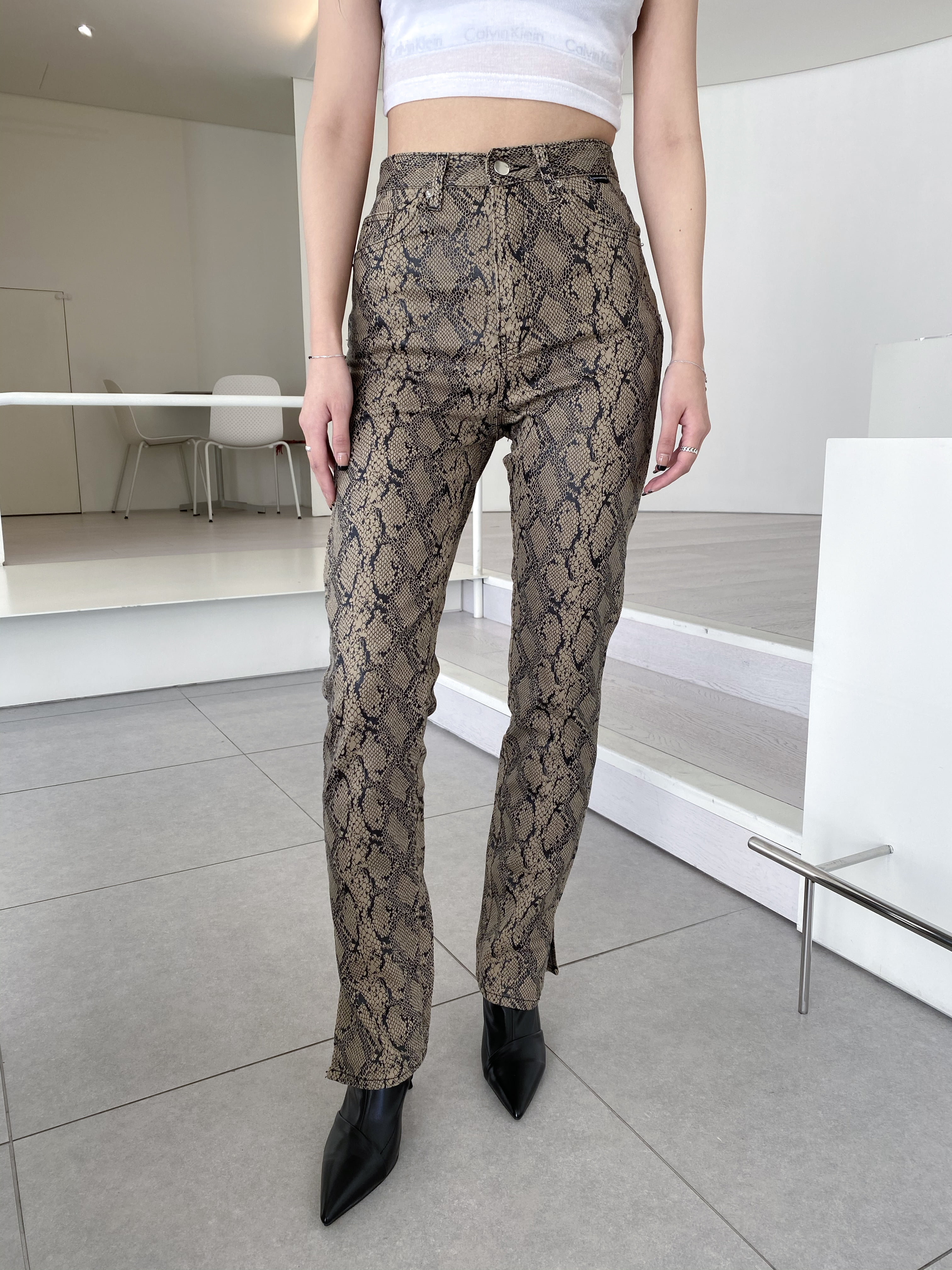 python_trousers.tht
